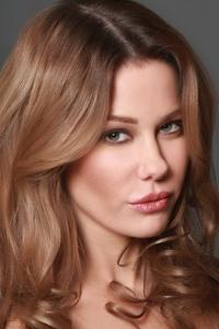 Laura Niles