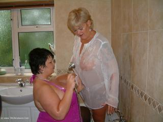 Shower Sex With Raz