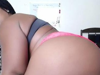 Tacy_36J Showing Off Her BBW Ass