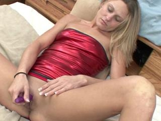Horny housewife Jen is using her little vibrator w