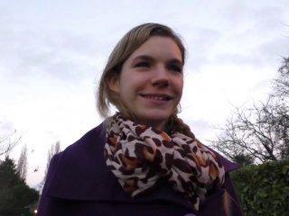 Solène, lycéenne nympho, passe un casting sauvage