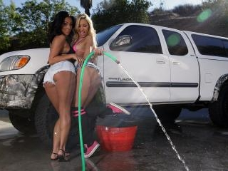 Airerose Carmen & Morgan play with New Toys Poolsi