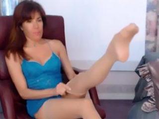 Brunette Pretty Leg Teasing