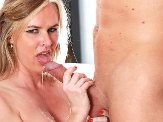 Experienced Cougar Summer Rose Gets a Big Facial