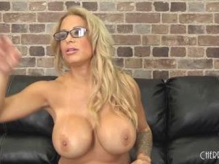 Blonde MILF Alyssa Lynn Fucks LIVE