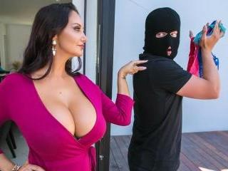 Mom\'s Panty Bandit