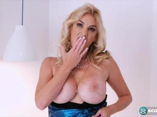 Lexi\'s lingerie show...pussy included