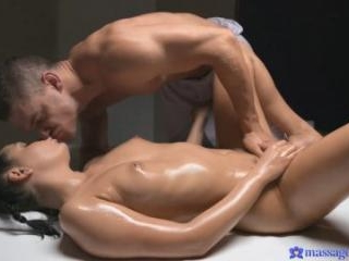 Tanned Teen Has Multiple Orgasms