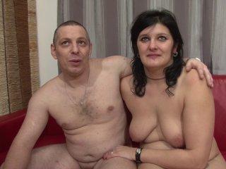 Couple libertin s\'essaie au porno pour la première