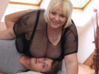 Hot housewife shows off her huge tits and does her