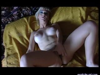 Tia  : French busty blond babe masturbating in her