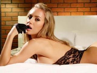 Sexy Nicole\'s hot tease