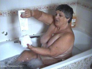 Libby\'s Bathtime Pt2