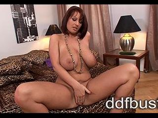 Horny busty babe masturbates