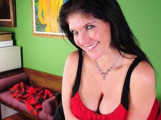 Horny American housewife playing with her wet puss