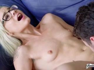Elsa Jean Loves Getting Her Pussy Eaten