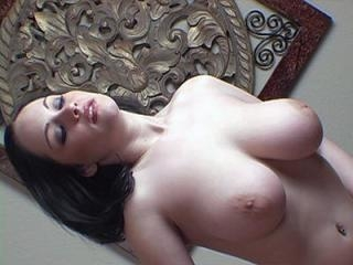 Curvy camgirl exposes her big tits