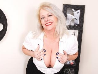 Big booty and big breasted British housewife goes