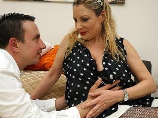 Curvy mature lady doing her younger lover