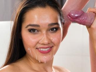 Teen Cutie Dolce Vita Gives a Wet and Wild Pussy R