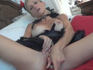 Slutty housewife Jolene fucks her big toy while sh