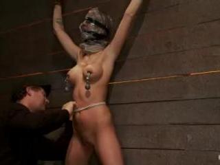 Scene 4/4 of Nov\'s show: Brutal gag, devastating o