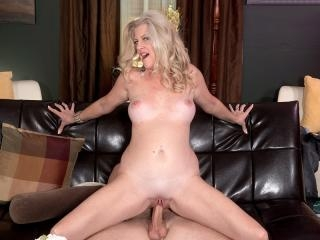 Val\'s Back For Anal!