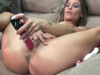 Petite and busty housewife Leeanna Heart is using