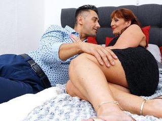 Horny Beau Diamonds fucking and sucking her ass of