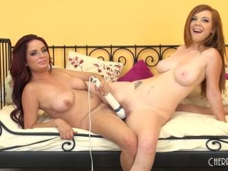 Ashlee and Mary Jane Fucking LIVE