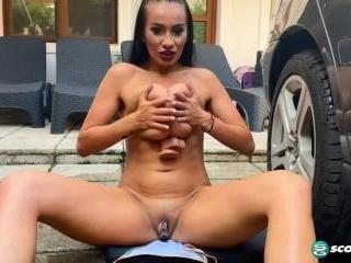 Helen Star: Workin\' at the Car Wash