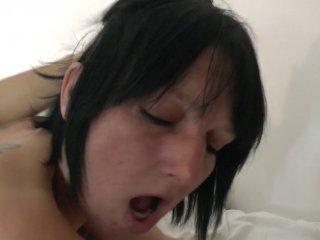 Lucie, bonne cougar à gros seins se fait baiser co