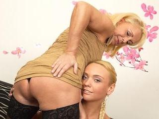 Lesbian-Busty16