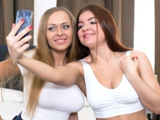 Teens Katarina Muti & Renata Fox Have an Anal Thre