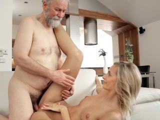 Blonde and old husband interrupted tea to make lov