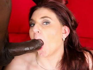 Horny mature brunette gets the BBC to cum on her f