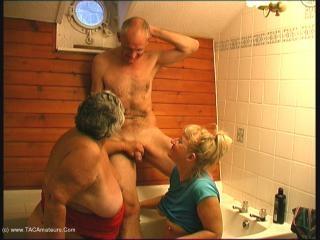 BJ In The Bath Movie Pt2