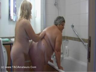 Lesbo Bath Time Pt3