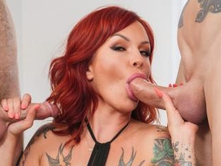 Anya Gold Loves Double Vag 4k