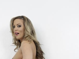 Carmen Valentina Gets Stuffed With Cock