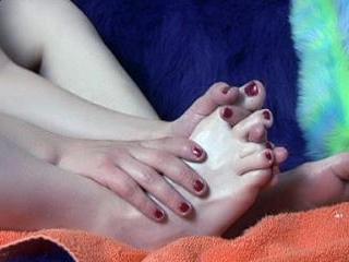 CandyCrush rubbing her feet