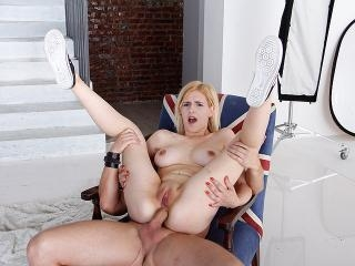 Dude ruins a tight blonde asshole in bed.