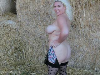 Barby\'s Haystack Fingering Fun