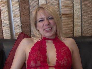 Venus Lova, milf blonde venue de Belgique, initiée