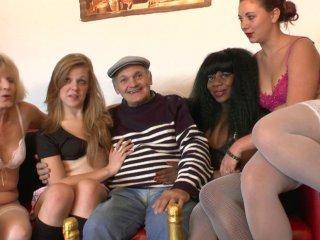 On offre 4 super salopes à Papy voyeur pour ses 70