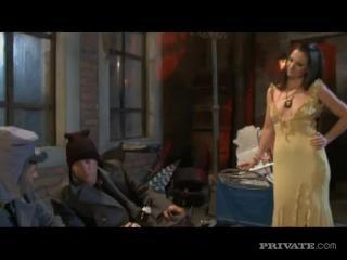 Jessica Fiorentino in Saucey threesome