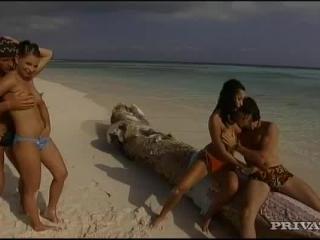 Tera Bond and  Yvonne Peach in Beautiful babes fu