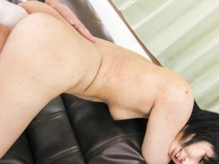 Saki Umita on the floor blowing her lover passiona