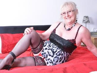 Chubby mature lady from the UK getting wet and wil