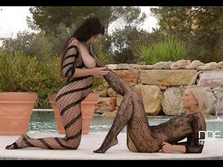 2 Mermaids - 1 Island: Hot Blonde And Brunette Enj